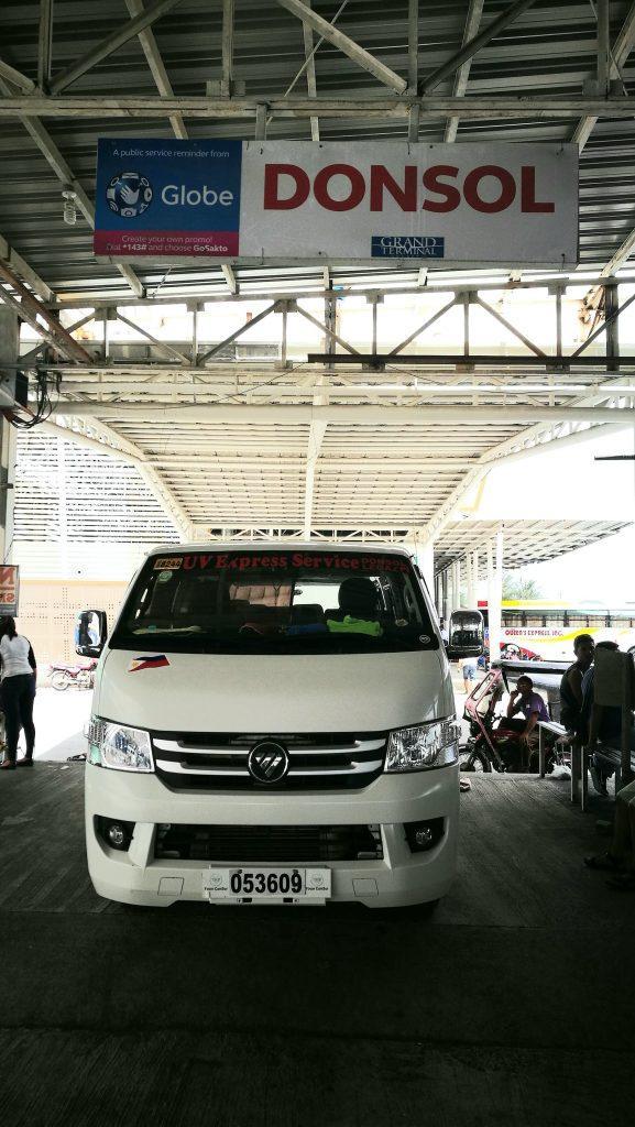 Gare de Legazpi: Van vers Donsol