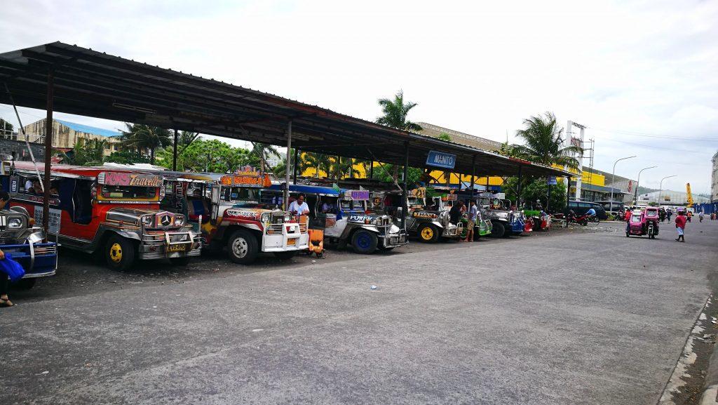 Jeepnies à la gare de Legazpi, Philippines