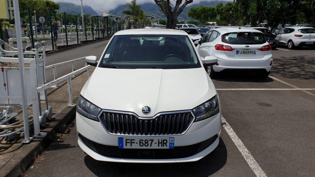 louer une voiture blanche sur l'île de la Réunion